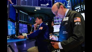 VOA连线(方冰):美中贸易战拉锯致8月美股三指数均下挫