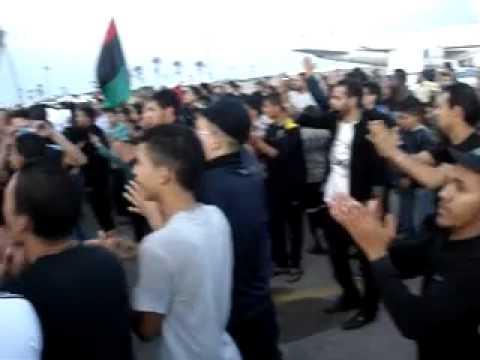 سوق الجمعة  إعتصام في مطار معيتيقه