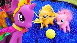 Zauber liegt in der Luft. Spielzeugvideo mit My Little Ponys. Spielzeugvideo für Kinder.