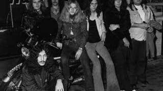 Watch Lynyrd Skynyrd Hes Alive video