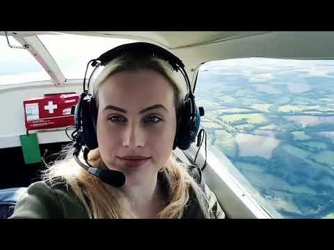 Flying at Blackbushe airport - Pilot life - Cessna 172