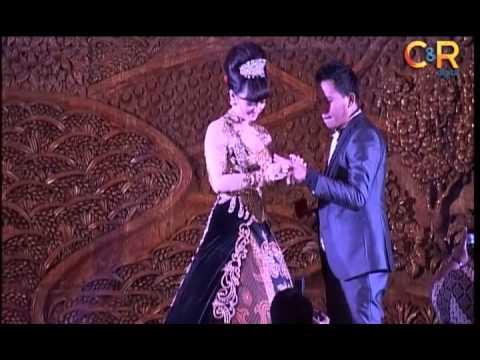 Pertunangan Zaskia Gotik Seperti Pesta Pernikahan