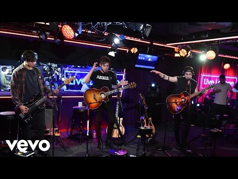 5 Seconds of Summer - Hey Everybody in the  Lounge