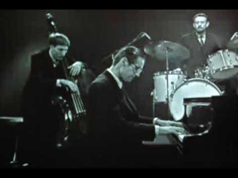 Bill Evans Trio - Isn't It Romantic