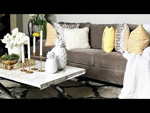 Budget Friendly Summer Living Room Decor & Ideas | How To Store Your Seasonal Toss Pillows