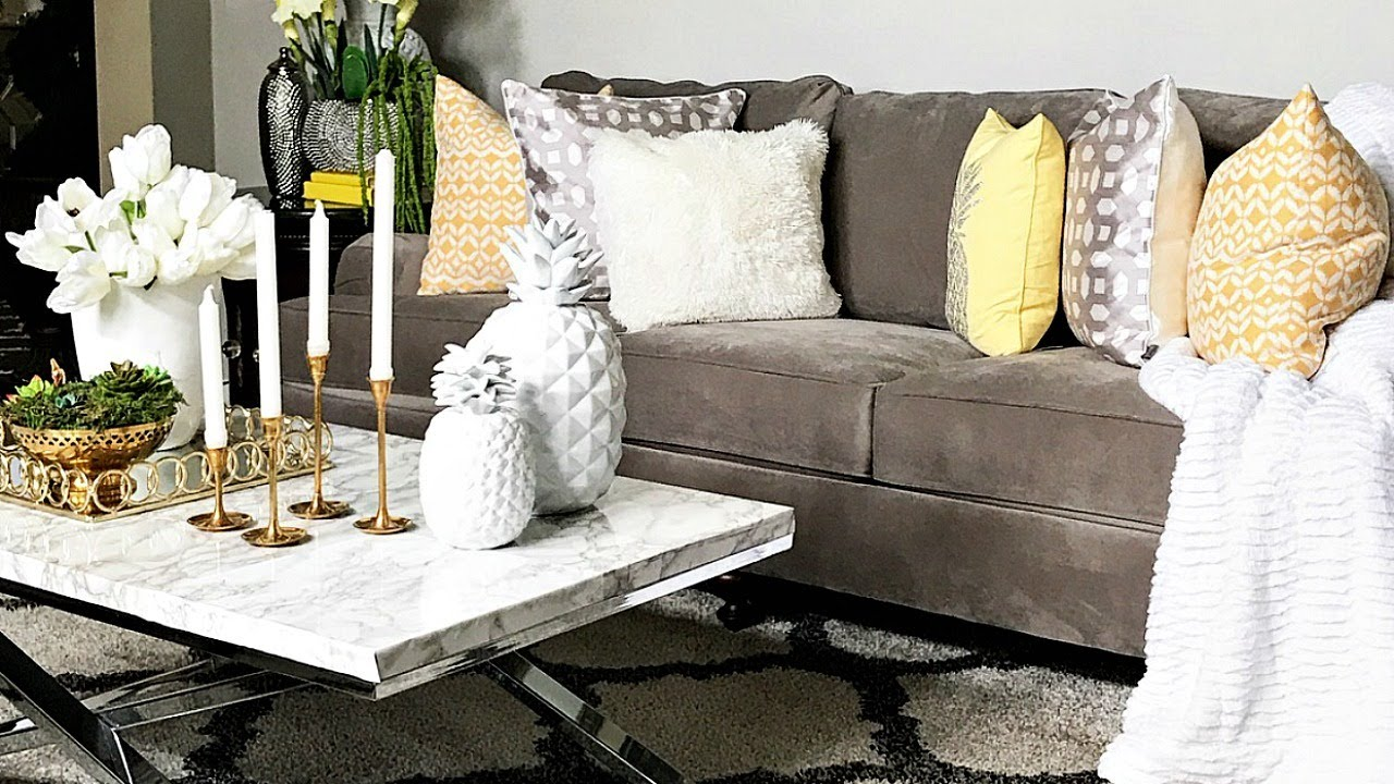 Living Room Decorating Ideas Cheap Formal Coffee Tables Budget Friendly Summer Decor How To Store Your Seasonal Toss Pillows