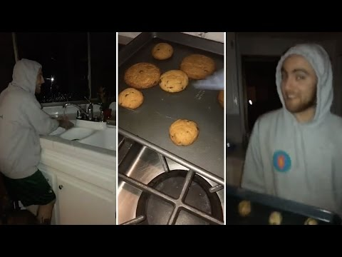 Ariana Grande Baking Cookies With Mac Miller