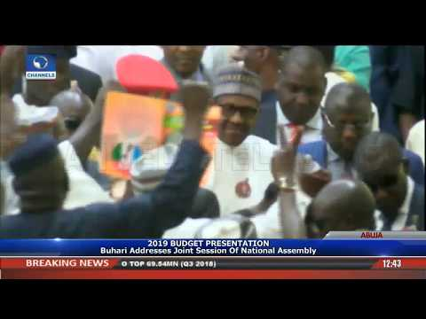 Rowdy Session As Buhari Arrives National Assembly For Budget Presentation