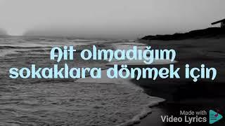 Kahraman Deniz- Böyle Sever (lyrics) Resimi