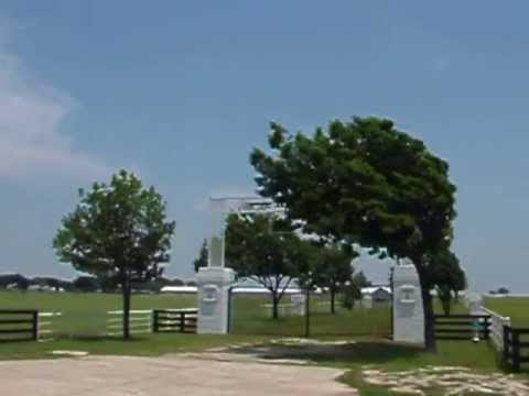 Arriving at Southfork Ranch (Dallas TV series) - Megerkezes Southfork -ba