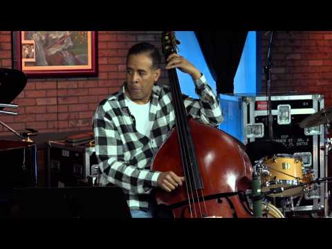 """""""No Mystery"""": Chick & Stanley Clarke Play Return to Forever Classic as Acoustic Duet"""