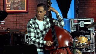 """No Mystery"": Chick & Stanley Clarke Play Return to Forever Classic as Acoustic Duet"