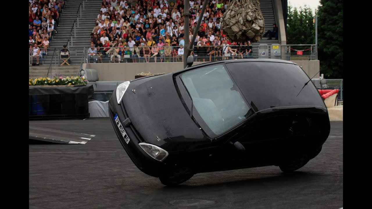 glisse drift 360 2 roues en voiture stunt clause cedric youtube. Black Bedroom Furniture Sets. Home Design Ideas