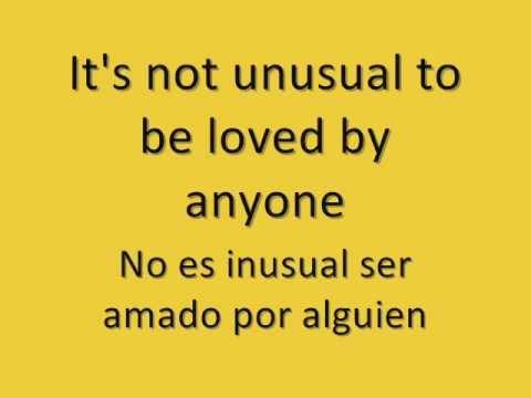It's not unusual (Glee)   Lyrics on Screen (English/Español)