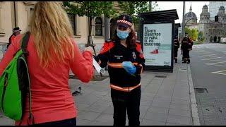 Reparto de mascarillas en el transporte público de Gijón