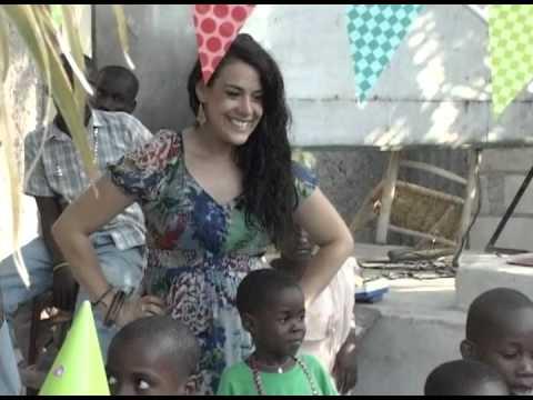 VISITE DE MISS EMILIE CHIASSON DANS UN ORPHELINAT A CARREFOUR