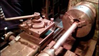 токарные работы. центруем заднюю бабку на старом станке . фрезеруем шпоночные пазы