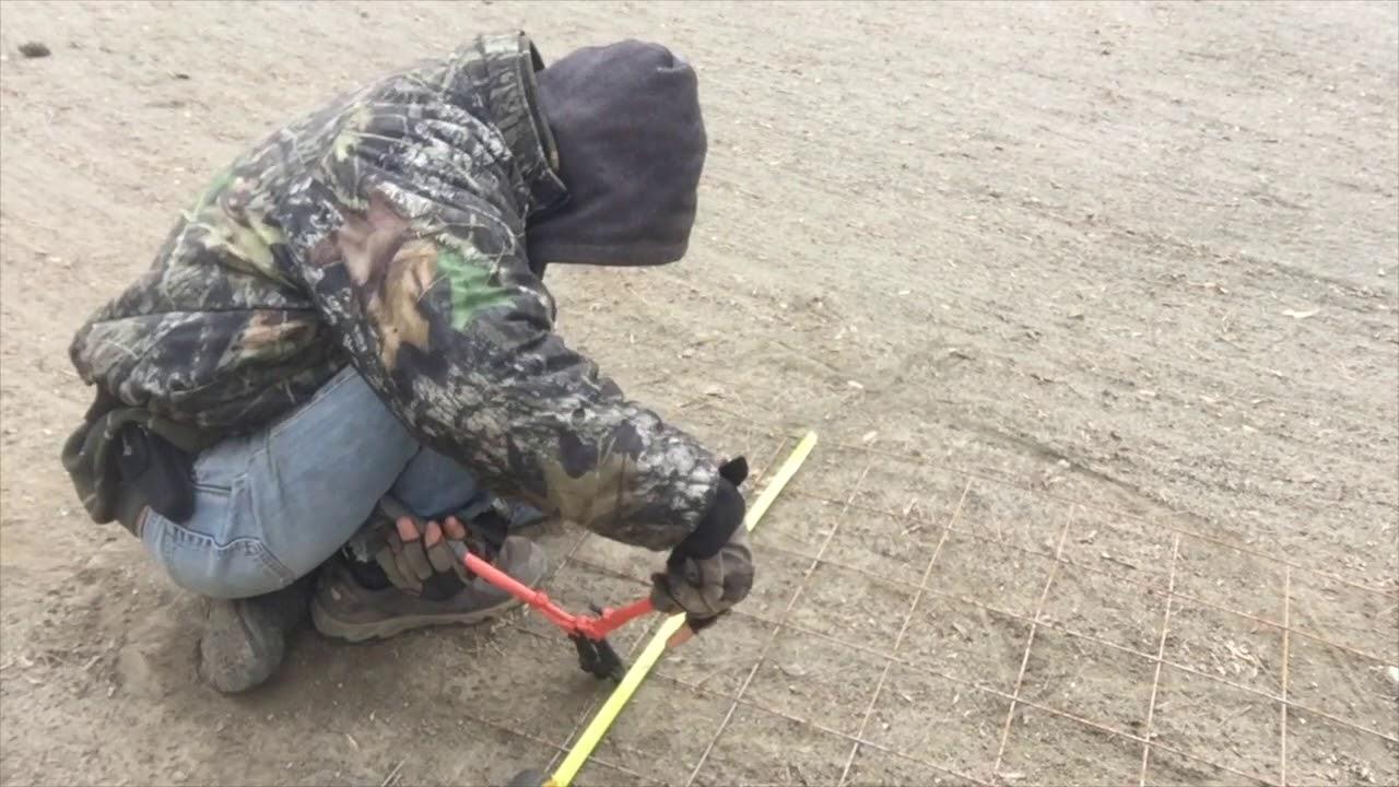 Making a hog wire railing panel - YouTube