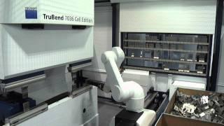 Самый быстрый автоматический листогиб в мире(Видео, демонстрирующее работу системы TruBend Cell 7000. гибка детали в автоматическом режиме. Автоматическая..., 2011-06-06T14:21:29.000Z)