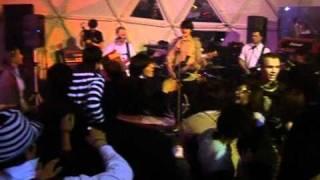 Смотреть клип Biting Elbows - Hype Waltz