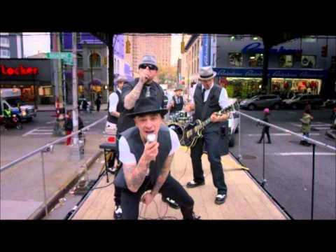 J-ax Sopra la media [song]