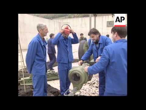BOSNIA: GOVERNMENT RESTARTS ARMS PRODUCTION