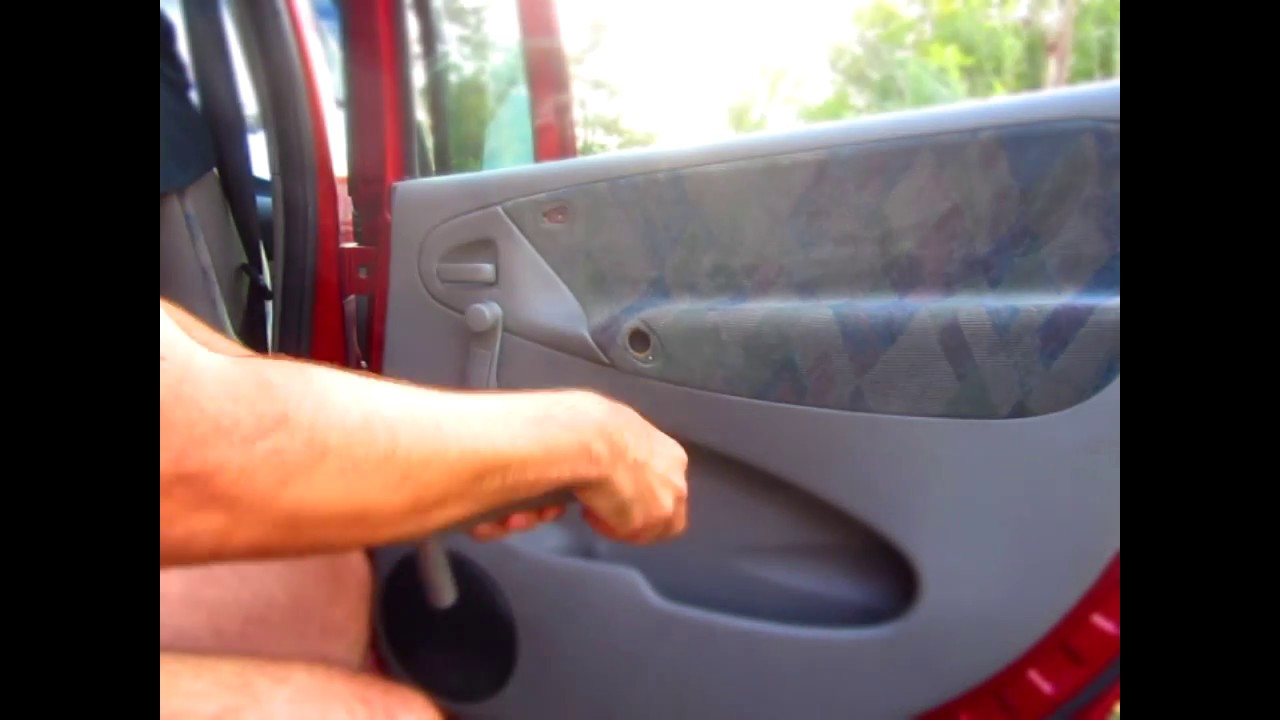 Mounting the Rear Inside Door Handle (Xsara Picasso) - YouTube