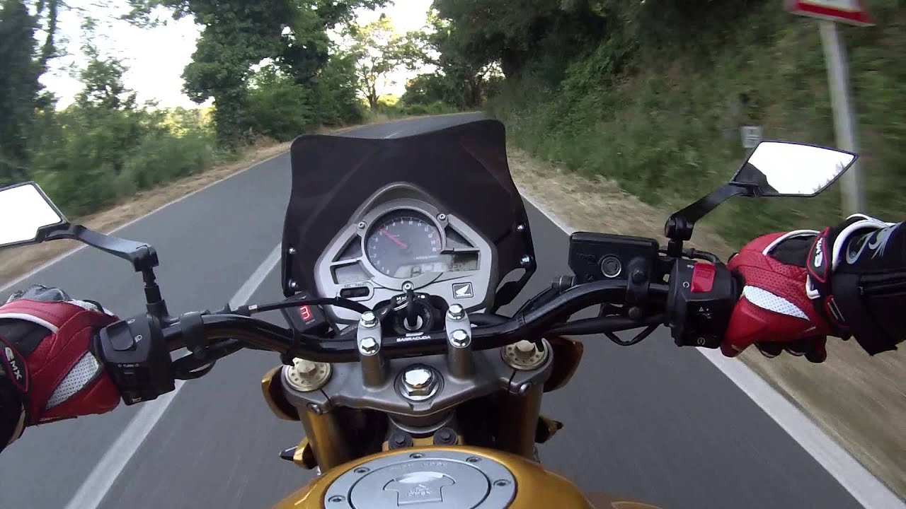 honda hornet 600 vs honda hornet 600 - youtube