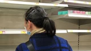 """继""""一罩难求""""后 香港超市卫生纸也被抢购一空"""