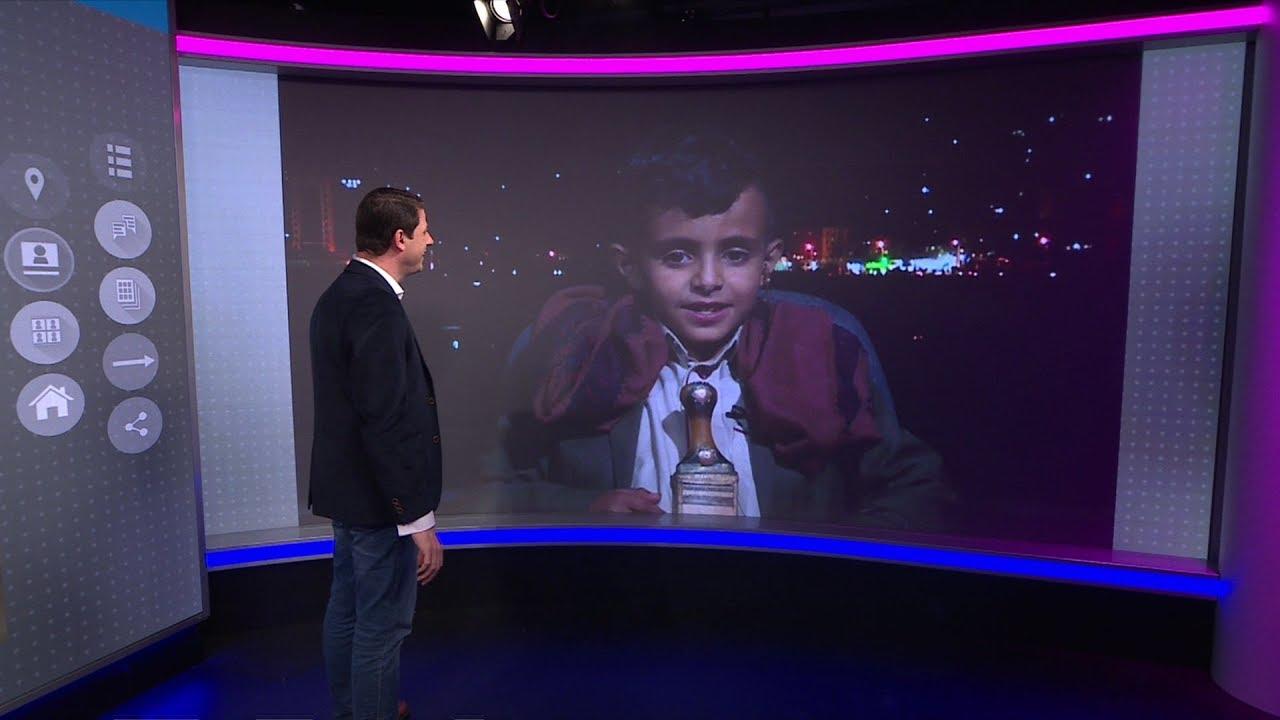 بصوته الساحر طفل يمني يخطف الأسماع في شوراع صنعاء...ويغني في ترندينغ