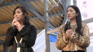 2012年11月9〜11日、有楽町の駅前の特設ステージでおこなわれた「愛のく...