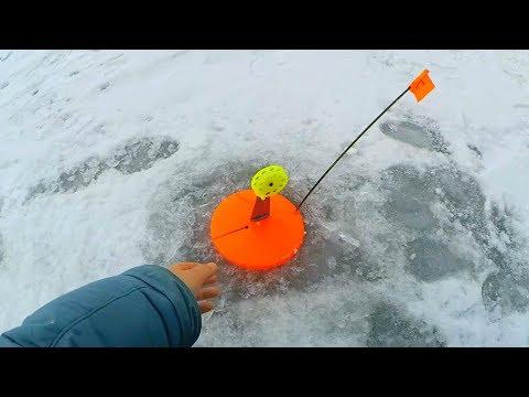 Обернулся - ФЛАЖКА НЕТ! Рыбалка на жерлицы в тумане! Ловля щуки зимой 2020!