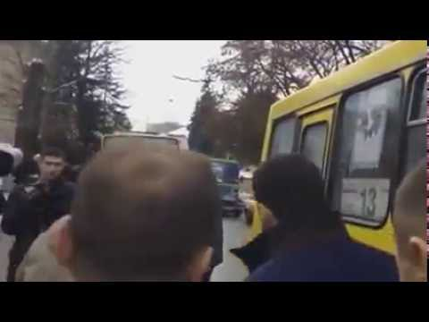 Гройсман в Тернополі заскочив у 13 маршрутку