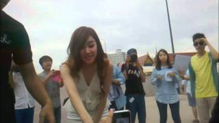 When TIFFANY SNSD took a picture with Sone  (Fancam)
