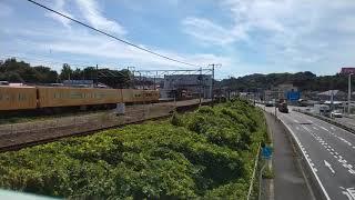 【105系とEF66形27号機(ニーナ)】105系普通岡山行到着&EF66形27号機通過(大門駅近くの陸橋)※スマートフォンで撮影