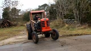 Tracteur de course au moteur surpuissant - Storkers.com