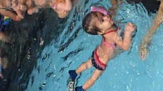 Физическое развитие детей 1-2 года, плавание в бассейне
