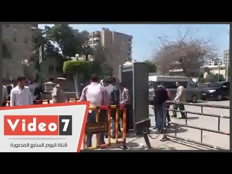بالفيديو..أقباط الشرقية يتوافدون على الكنائس وسط تعزيزات أمنية مشددة