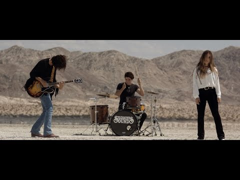 Phoenix - Vázquez Sounds (Video Oficial)