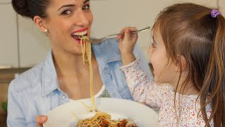 Spaghetti Bolognese Rezept - total lecker und total einfach! / Sallys Welt