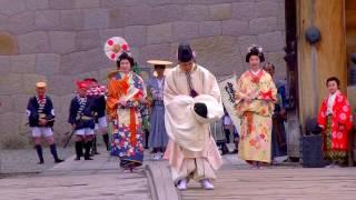 城内ステージと駿府城東御門正面から撮る。 城内ステージの拝謁の儀(家...