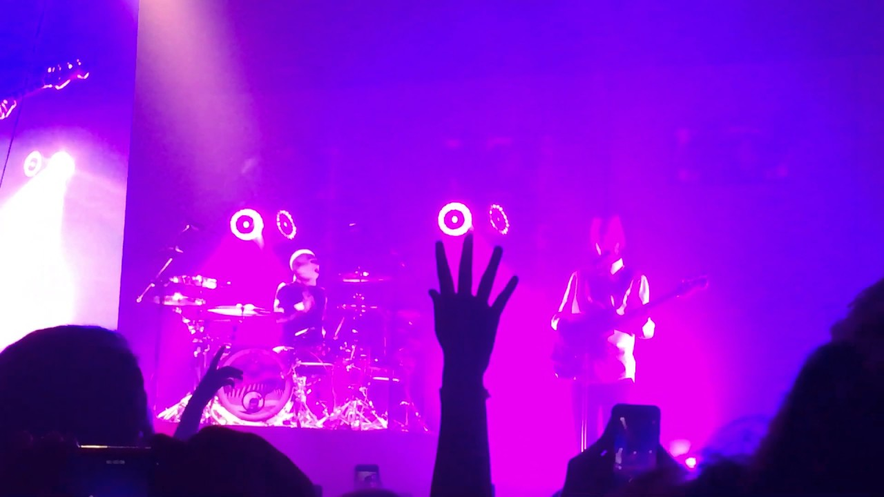 Download Twenty One Pilots- Message Man (Live at Rhode Island Covention Center)