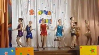Зажигательный танец очаровательных девушек Incendiary dance charming girls