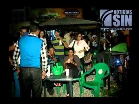 Liceistas toman las calles para celebrar triunfo
