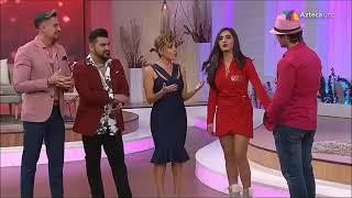 Juan Carlos le pide a Serrat que sea su novia!