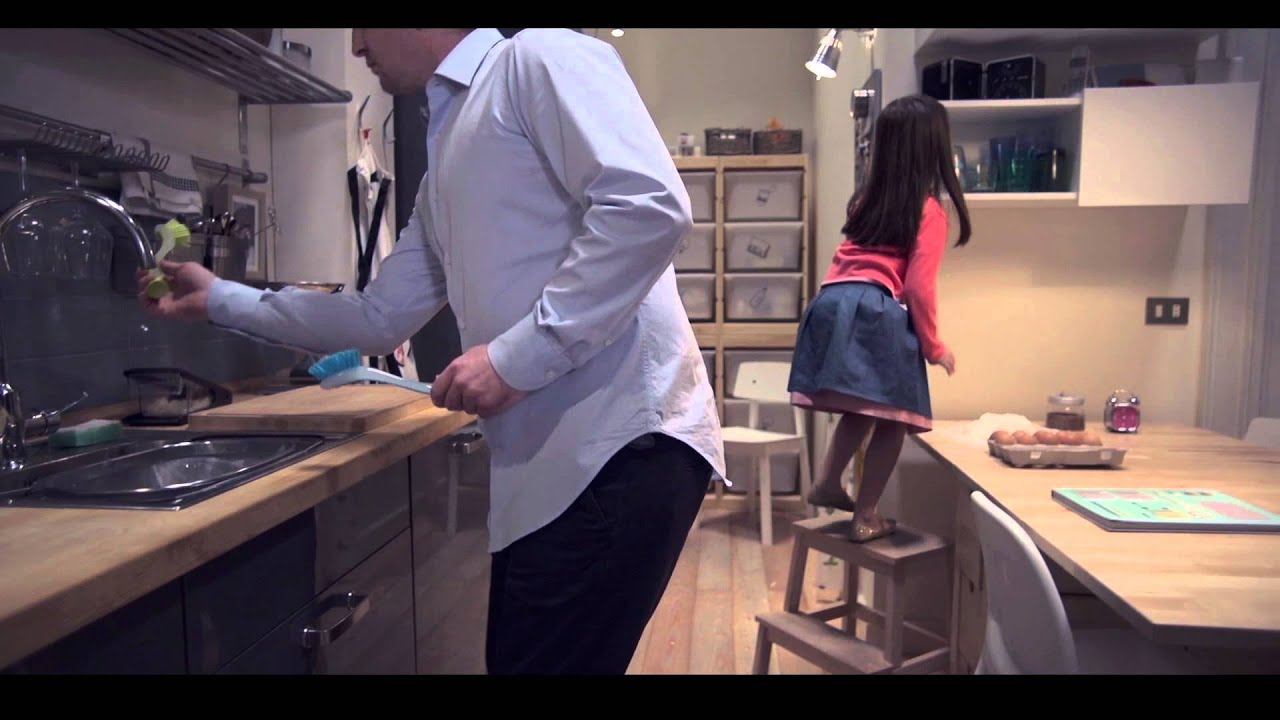 Prove di resistenza nelle cucine IKEA, video - YouTube