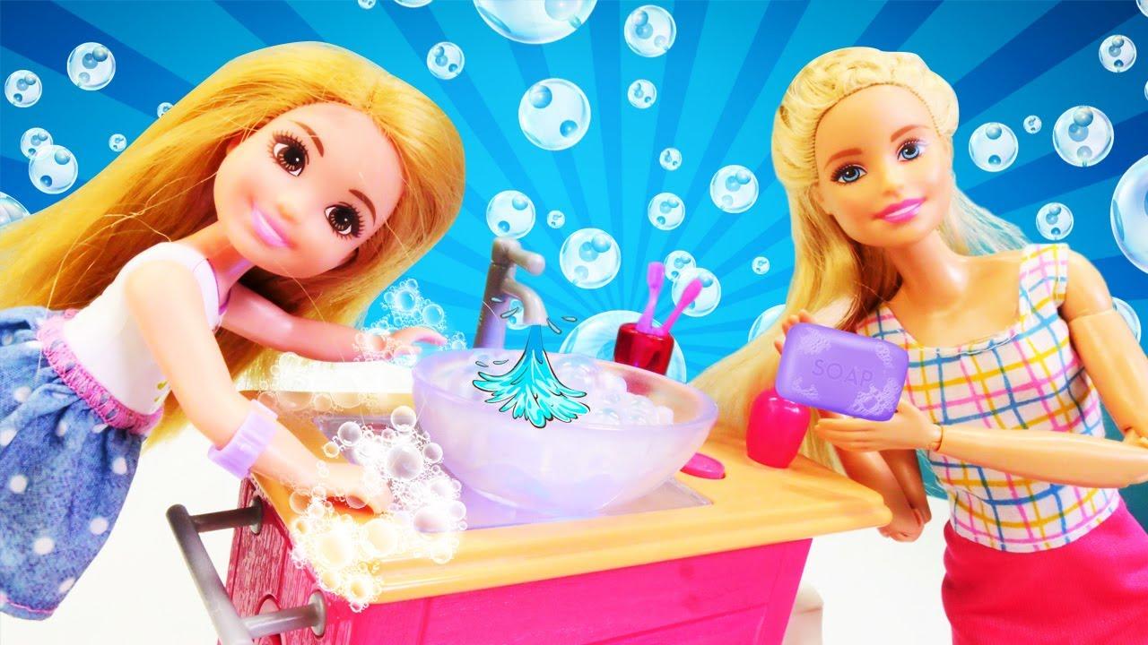 Aprendemos a lavarnos bien las manos con las muñecas Barbie y Chelsea. Vídeos para niñas