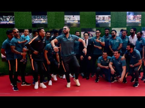 yuvaraj singh dances at SACHIN movie premiere|| team india at premiere