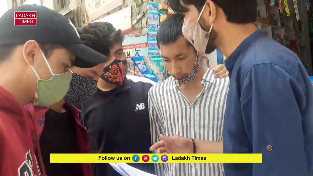 Students distributes pamphlets among general masses to aware about immediate issues
