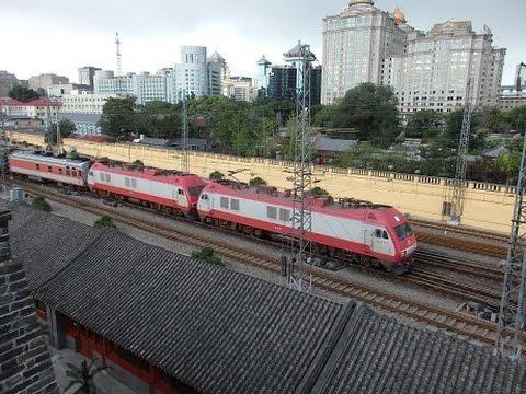 中国国鉄北京駅発着列車 東南角楼より China Railways Train near the Beijing Station